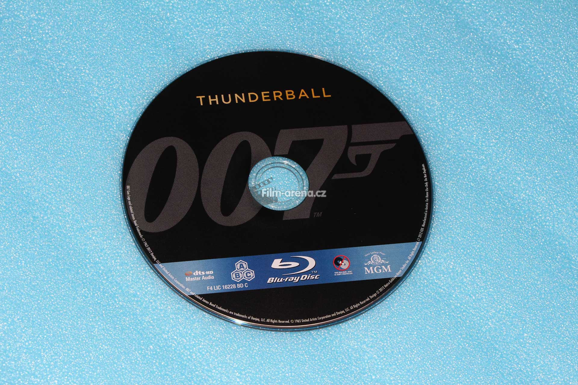 http://www.filmarena.cz/upload/images/nazivo/James_Bond/1965_Thunderball/1965_thunderball_06.jpg